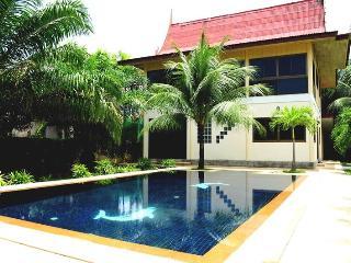3 BR - Private pool villa with huge garden almost 1 rai in Naiharn - Sao Hai vacation rentals