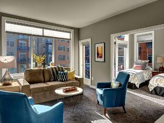 Bright and eclectic - Courtyard-facing unit is ideal for families and groups - Seattle vacation rentals