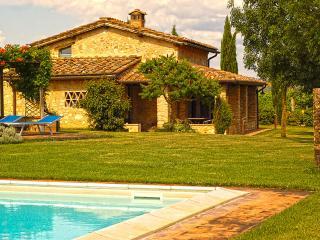 A villa with a view of Monteriggioni and a private - Monteriggioni vacation rentals
