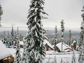 Powder View 4 Upper Snowpine Location Big White Ski Resort Sleeps 8 - Big White vacation rentals