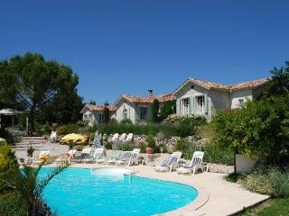Large Luxury Villa With Private Heated Pool, Jacuzzi & Sauna For Up To 25 People - Rouffignac-de-Sigoules vacation rentals