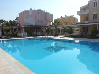8 Person stayable triplex in complex, has swimingpool - Kusadasi vacation rentals