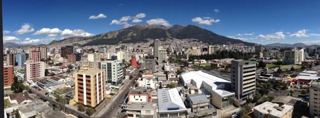 Stunning city and mountains view from the whole apartment - Beautiful Mountains And City View - Quito - rentals