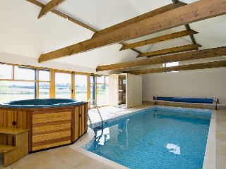 HOLIDAY COTTAGE,4 guests,with Pool,Hot Tub,Sauna - East Barkwith vacation rentals