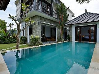 Tropical Borneo Villa Canggu- Bali. - Canggu vacation rentals