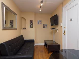 Sleeps 7! 3 Bed/1 Bath Apartment, Midtown East, Awesome! (7829) - New York City vacation rentals
