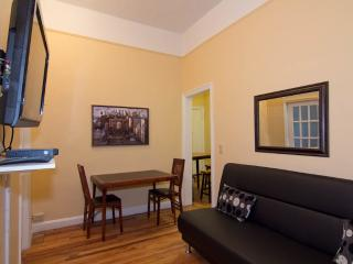 Sleeps 7! 3 Bed/1 Bath Apartment, Murray Hill / Gramercy, Awesome! (8146) - New York City vacation rentals