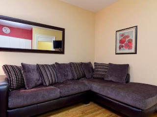 Sleeps 4! 1 Bed/1 Bath Apartment, Times Square, Awesome! (8214) - New York City vacation rentals