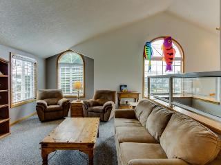 Fourplex w/ close beach access, room for up to 14! - Cannon Beach vacation rentals