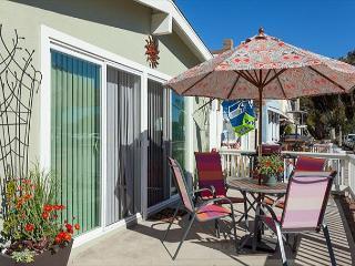 Adorable 2 Bedroom, 2 Bath Ground Floor Unit in the Heart of Newport! (68355) - Orange County vacation rentals