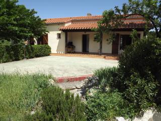 Lovely family villa air con, garden - Perpignan vacation rentals