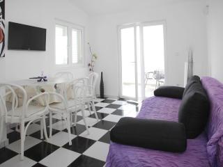 Apartments Mila PURPLE A3 - Makarska vacation rentals