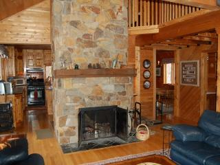 AMAZING VIEWS OF MOOSEHEAD LAKE AND SUNSETS - Maine Highlands vacation rentals