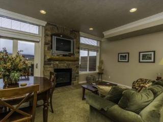 Snowbasin View Huntsville Condo | Luxury 2 Bedroom | Lakeside Unit 40 - Huntsville vacation rentals