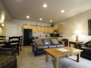 Snowbasin View Huntsville Condo | Luxury 2 Bedroom | Lakeside 44B - Huntsville vacation rentals
