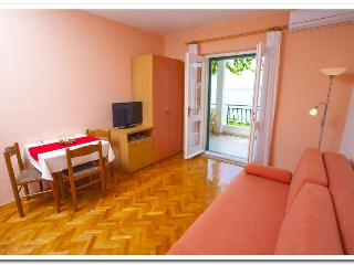 Apartmani Kunac: Apartment 5 - Podgora vacation rentals