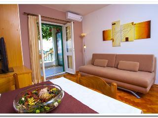 Apartmani Kunac: Apartment 4 - Podgora vacation rentals
