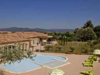Pet-Friendly, Holiday Village Lou Bastidou with a Hot Tub - Le Pradet vacation rentals
