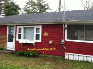 Lakeville, MA Cottage 2br, 1 bath, screened porch - Seekonk vacation rentals