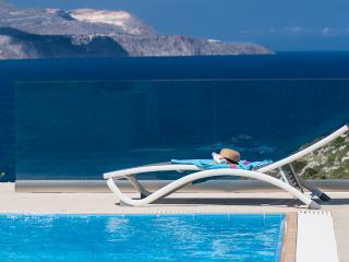 A high aesthetic luxury villa with heated pool - Alikampos vacation rentals