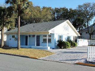 1102 Butler Avenue - Tybee Blue Crab Cottage - Hot Tub - Small Dog Friendly - FREE Wi-Fi - Tybee Island vacation rentals
