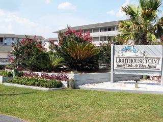 Lighthouse Point Beach Club - Unit 16A - Swimming Pools - Tennis Courts - FREE Wi-Fi - Georgia Coast vacation rentals