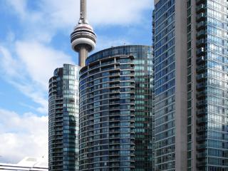 Furnished 1 Bedroom + Guest Room + Parking (Front / Spadina) - Toronto vacation rentals