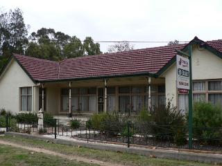 Jenrick House Bed & Breakfast and Gallery - Halls Gap vacation rentals