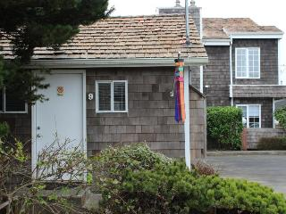 Beaches - Captains Cove Cottage 9 - Cannon Beach vacation rentals
