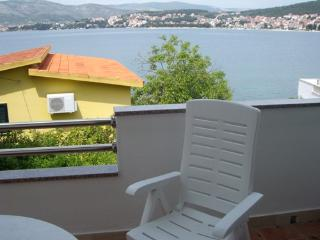 Okrug Gornji Apartment Denis - Okrug Gornji vacation rentals