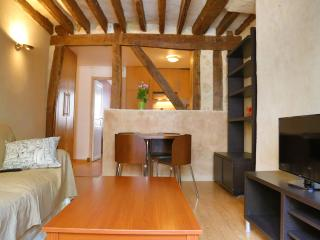 Cosy traditional apartment very close to Madeleine - Paris vacation rentals