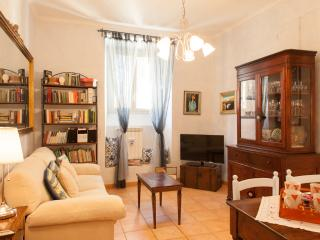 Elisa's House Holiday flat 2 Metro stops Colosseum - Rome vacation rentals