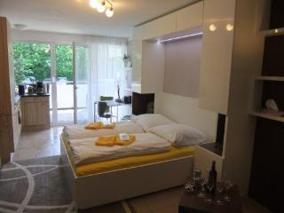 LLAG Luxury Vacation Apartment in Nuremberg - 377 sqft, central, spacious, modern (# 4898) - Nuremberg vacation rentals