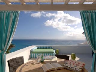 Lovely 3 Bedroom Villa overlooking Baie Longue - Cupecoy vacation rentals