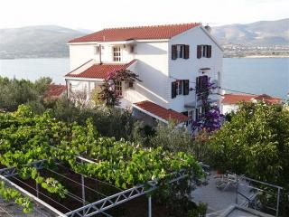 Apartments Mario-Trogir Mastrinka - Mastrinka vacation rentals