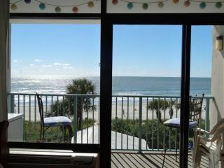 Ocean Front Condo in Myrtle Beach sleeps 5 - Myrtle Beach vacation rentals