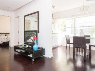 Close to Beach, One block to Lincoln Rd . - Miami Beach vacation rentals