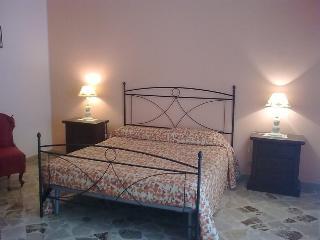 106 Trapani - B&B centro - Trapani vacation rentals