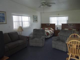 Lakefront condo on Lake Clay--Lake Placid, Florida - Lake Placid vacation rentals