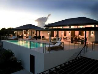 Wondrous 4 Bedroom Villa with Private Pool & Deck in Little Harbour - Little Harbour vacation rentals