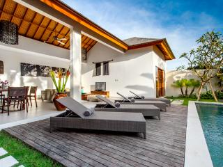 ECHO BEACH VILLA 2, Best value Beach Villa ! - Canggu vacation rentals