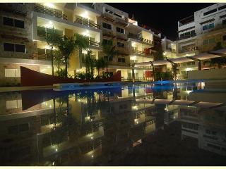 AMAZING CONDO BEAUTIFUL POOL-VIEW FROM BALCONY1 block 5th Av Playa del Carmen - Playa del Carmen vacation rentals