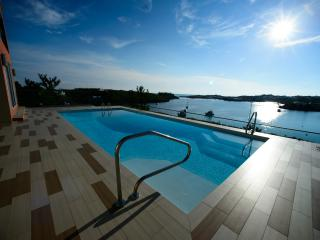 CHIC 1 BEDROOM APT WITH POOL & SPECTACULAR VIEWS - Bermuda vacation rentals