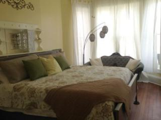 15% Off!! 2 Blocks from Forsyth. Private Balcony - Savannah vacation rentals