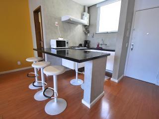 Rua Nossa Senhora de Copacabana 583 perfect locati - Rio de Janeiro vacation rentals