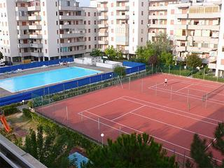 Pool and Clay Tennis court - Bright, Sunny, 2 bed flat, Lido Adriano, Ravenna. - Lido Adriano - rentals