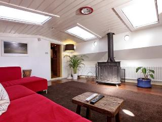 Very Cute and Romantic Amsterdam Houseboat - North Holland vacation rentals