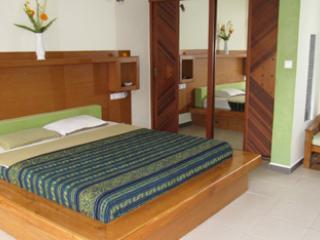 PURI SHERAZADE VILLA Horus room Poolside breakfast - Seminyak vacation rentals