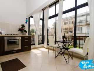 Al Harizi - 2 Bed Apartment (Old North) Tel Aviv - Gedera vacation rentals