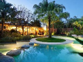 Serene Villa don Vito with infinity pool, tropical garden & daily maid - Terres Basses vacation rentals